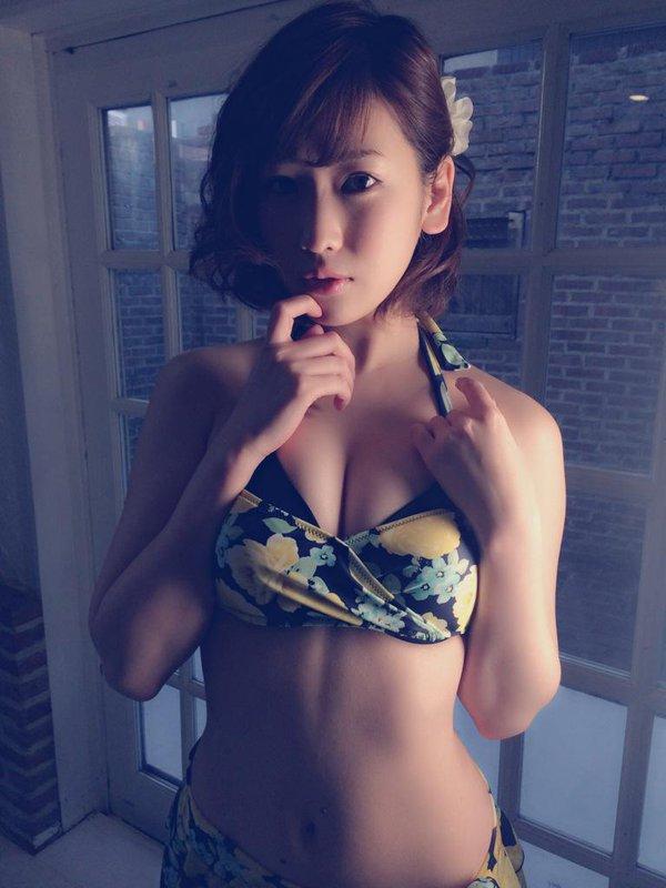 【おっぱい】大胆発言で大注目を浴びているグラビアアイドルの夏目花実ちゃんのおっぱい画像がエロすぎる!【30枚】 19