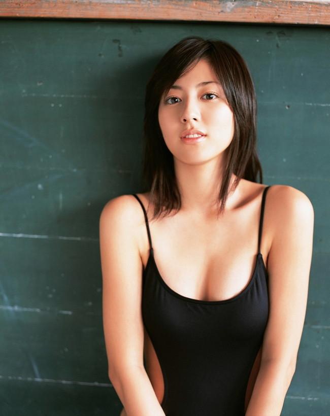 【おっぱい】テレビや舞台、音楽活動まで!幅広く活動して人気がある杉本有美ちゃんのおっぱい画像がエロすぎる!【30枚】 06