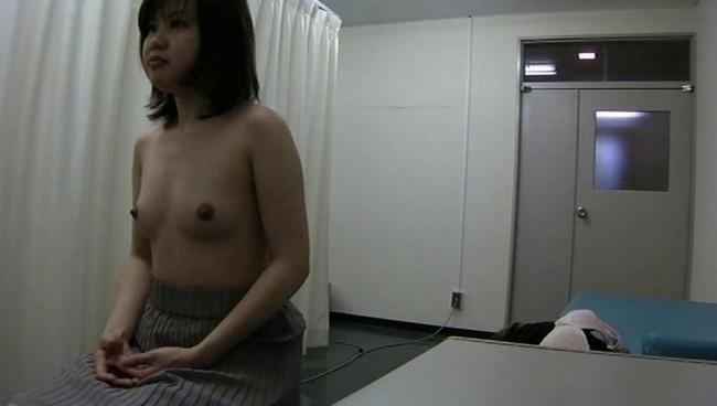 【おっぱい】乳がん検診でおっぱいを出しているところを盗撮されちゃっている女性のおっぱい画像がエロすぎる!【30枚】 28