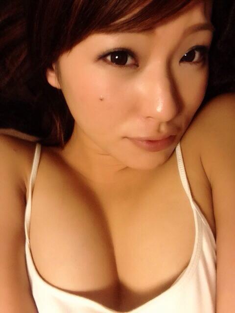 【おっぱい】セクシーボディは生唾モノ!厚い唇で男を魅了している城田あやちゃんのおっぱい画像がエロすぎる!【30枚】 29