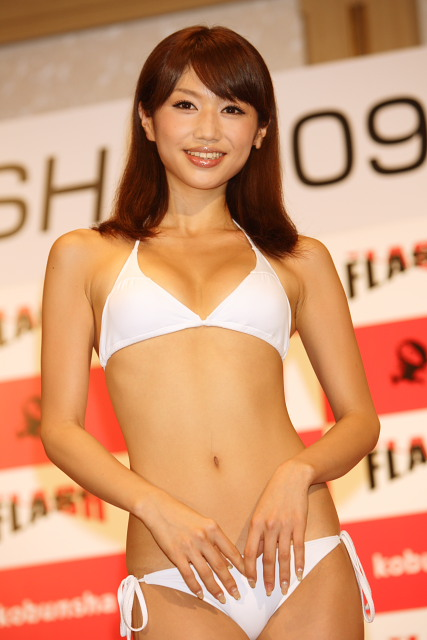【おっぱい】スタイル抜群でテレビも多く出演しているファッションモデル・平有紀子さんのグラビア画像がエロすぎる!【30枚】 18