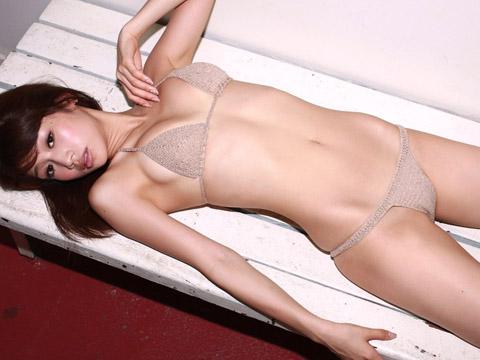 【おっぱい】スタイル抜群でテレビも多く出演しているファッションモデル・平有紀子さんのグラビア画像がエロすぎる!【30枚】 21