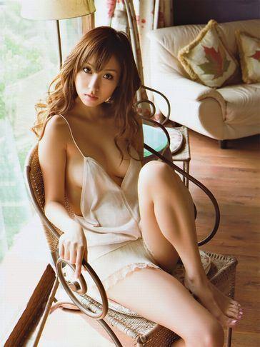 【おっぱい】スタイル抜群でテレビも多く出演しているファッションモデル・平有紀子さんのグラビア画像がエロすぎる!【30枚】 30