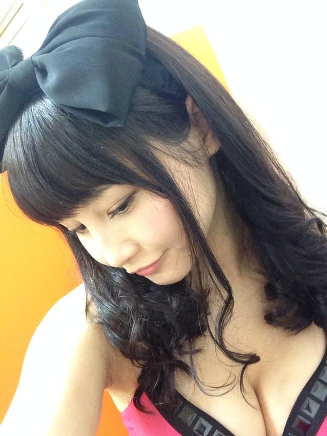 【おっぱい】女優さんでありながらもモデルやグラビアアイドルとしても活躍している森岡朋奈ちゃんのおっぱい画像がエロすぎる!【30枚】