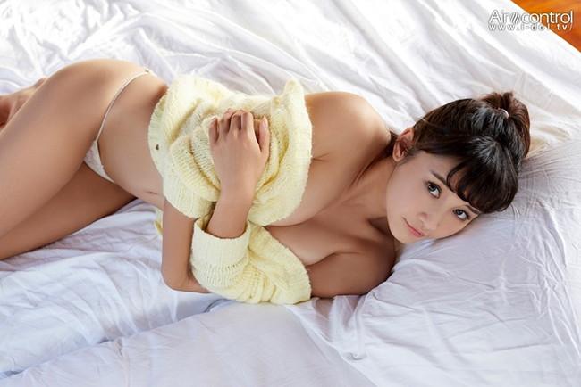 【おっぱい】女優さんでありながらもモデルやグラビアアイドルとしても活躍している森岡朋奈ちゃんのおっぱい画像がエロすぎる!【30枚】 16