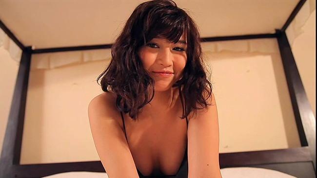 【おっぱい】女優さんでありながらもモデルやグラビアアイドルとしても活躍している森岡朋奈ちゃんのおっぱい画像がエロすぎる!【30枚】 25