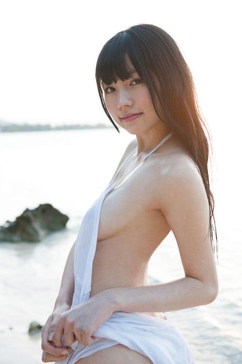 【おっぱい】アイドルとしてもグラビアも大人気なスレンダー美少女・白河優菜ちゃんのおっぱい画像がエロすぎる!【30枚】 30