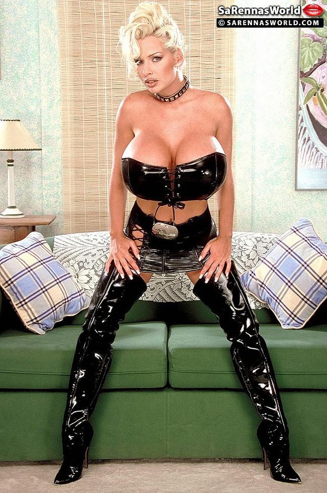 【おっぱい】履いているだけでもものすごくエロく感じてしまうエナメルブーツの女性のおっぱい画像がエロすぎる!【30枚】 08