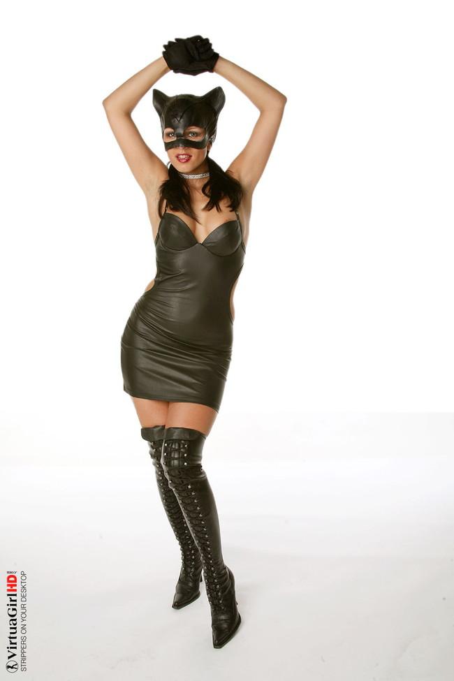 【おっぱい】履いているだけでもものすごくエロく感じてしまうエナメルブーツの女性のおっぱい画像がエロすぎる!【30枚】 16