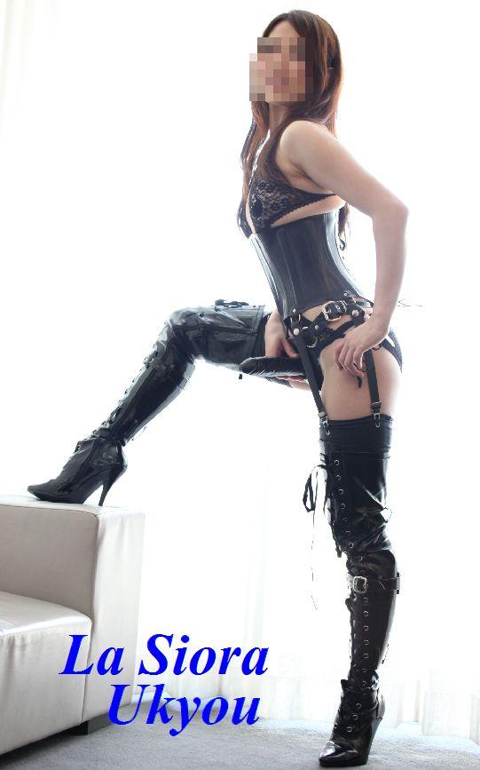 【おっぱい】履いているだけでもものすごくエロく感じてしまうエナメルブーツの女性のおっぱい画像がエロすぎる!【30枚】 27