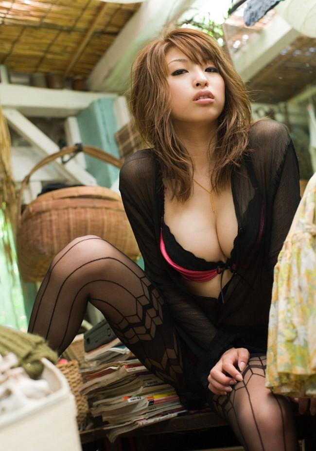 【おっぱい】スレンダーでナイスボディ!Eカップの巨乳で魅了するAV女優の秋山祥子さんのおっぱい画像がエロすぎる!【30枚】 01