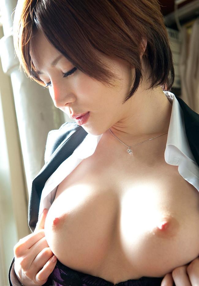 【おっぱい】スレンダーでナイスボディ!Eカップの巨乳で魅了するAV女優の秋山祥子さんのおっぱい画像がエロすぎる!【30枚】 11