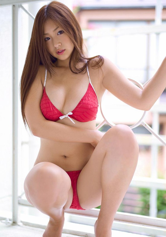 【おっぱい】Fカップのやわらかバストに、プリッとしたヒップが魅力的な佐山彩香ちゃんのおっぱい画像がエロすぎる!【30枚】 29