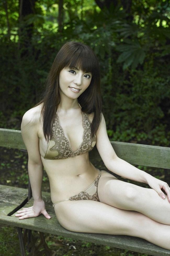 【おっぱい】「世界でもっとも美しいのは女性のカラダ」と語る美人料理研究家・森崎友紀さんのおっぱい画像がエロすぎる!【30枚】 05