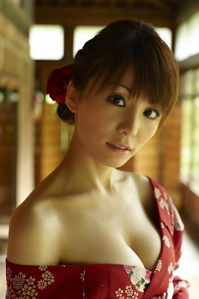 【おっぱい】「世界でもっとも美しいのは女性のカラダ」と語る美人料理研究家・森崎友紀さんのおっぱい画像がエロすぎる!【30枚】 16