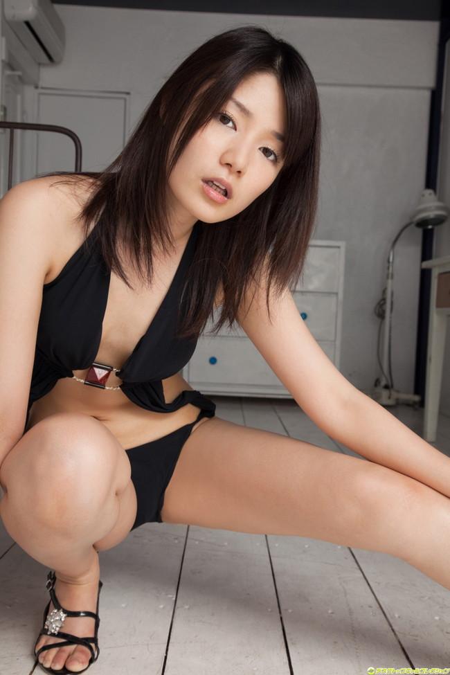 【おっぱい】TVや雑誌、映画など、幅広く活躍する人気グラビアアイドル・古崎瞳ちゃんのおっぱい画像がエロすぎる!【30枚】 01