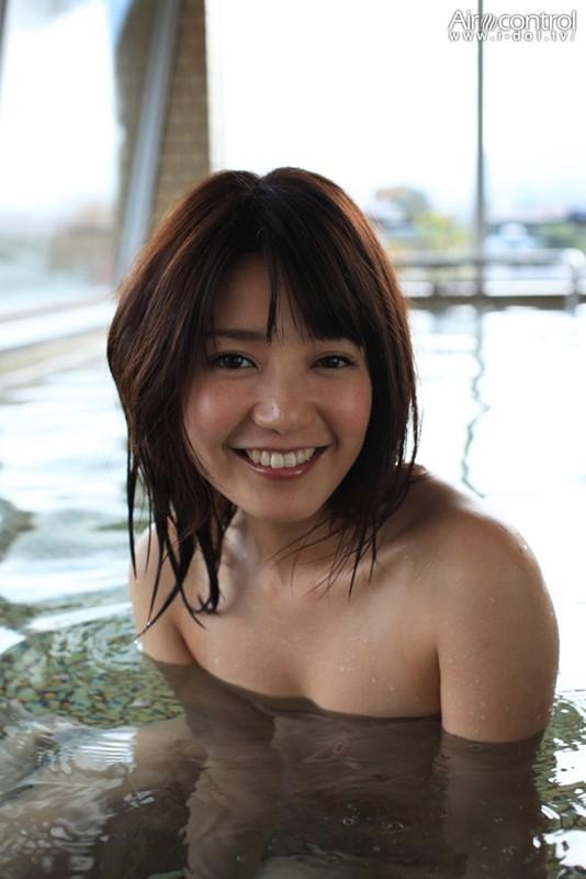 【おっぱい】TVや雑誌、映画など、幅広く活躍する人気グラビアアイドル・古崎瞳ちゃんのおっぱい画像がエロすぎる!【30枚】 20