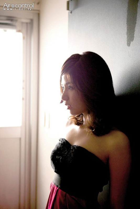 【おっぱい】TVや雑誌、映画など、幅広く活躍する人気グラビアアイドル・古崎瞳ちゃんのおっぱい画像がエロすぎる!【30枚】 25