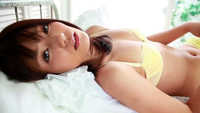 【おっぱい】TVや雑誌、映画など、幅広く活躍する人気グラビアアイドル・古崎瞳ちゃんのおっぱい画像がエロすぎる!【30枚】 26
