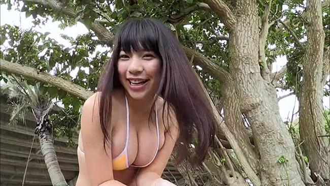 【おっぱい】可愛らしい笑顔とモデル並みのボディに釘付け間違いなし!グラビアアイドルの芹沢潤ちゃんのおっぱい画像がエロすぎる!【30枚】