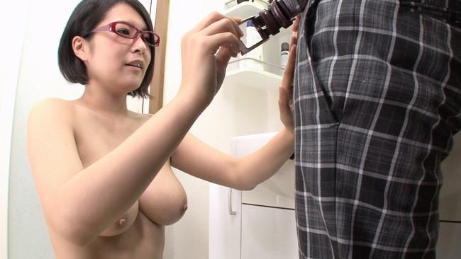【おっぱい】メガネをかけたままエッチなことをしちゃっているお姉さんたちのおっぱい画像がエロすぎる!【30枚】