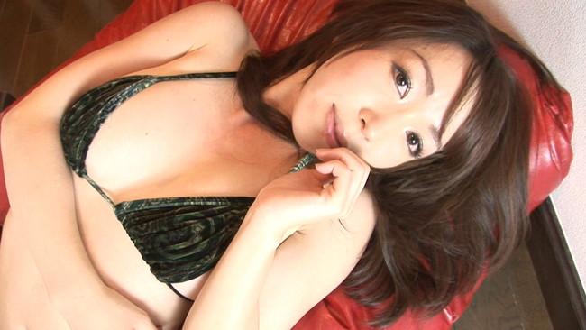 【おっぱい】安心の触り心地でイイ具合に熟してきた巨乳グラビアアイドルの姫神ゆりちゃんのおっぱい画像がエロすぎる!【30枚】