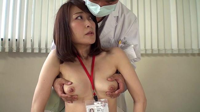【おっぱい】お医者さんにおっぱいを触診といういたずらで弄ばれる女の子の画像がエロすぎる!【30枚】 23