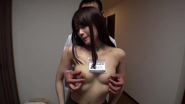 【おっぱい】お医者さんにおっぱいを触診といういたずらで弄ばれる女の子の画像がエロすぎる!【30枚】 30