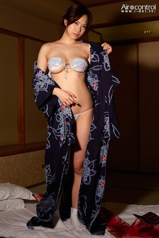 【おっぱい】ビキニからこぼれ落ちちゃいそうな嬉しいIカップBODYのあかね澪ちゃんの大きなおっぱい画像がエロすぎる!【30枚】 15