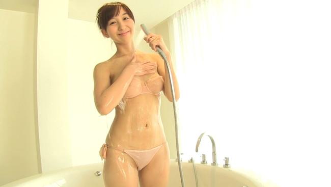 【おっぱい】CMや映画など、女優、声優としてでも活躍中のアイドル・飯田里穂ちゃんのおっぱい画像がエロすぎる!【30枚】 25