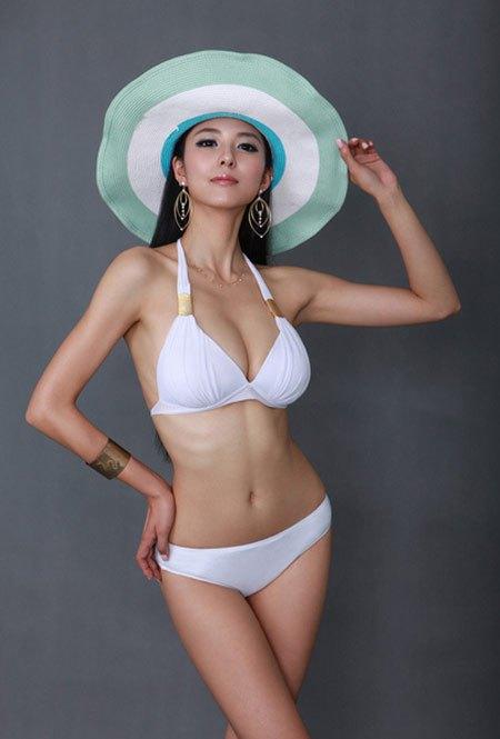 【おっぱい】中国のモデルさんやキャンペーンガールたちの過激なおっぱい画像【30枚】 01