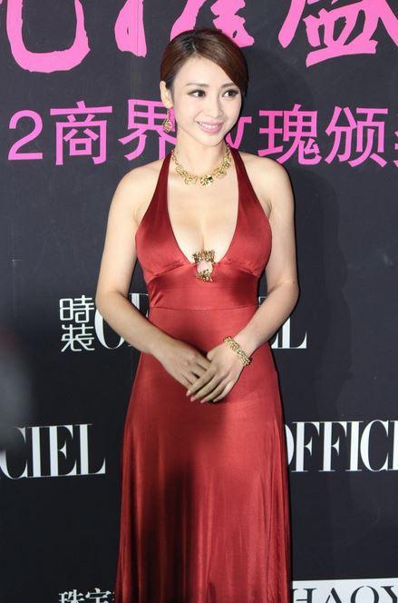 【おっぱい】中国のモデルさんやキャンペーンガールたちの過激なおっぱい画像【30枚】 08