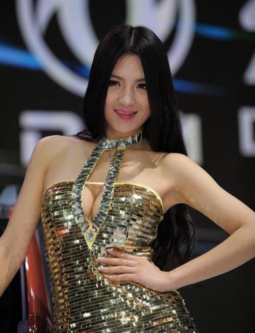 【おっぱい】中国のモデルさんやキャンペーンガールたちの過激なおっぱい画像【30枚】 09