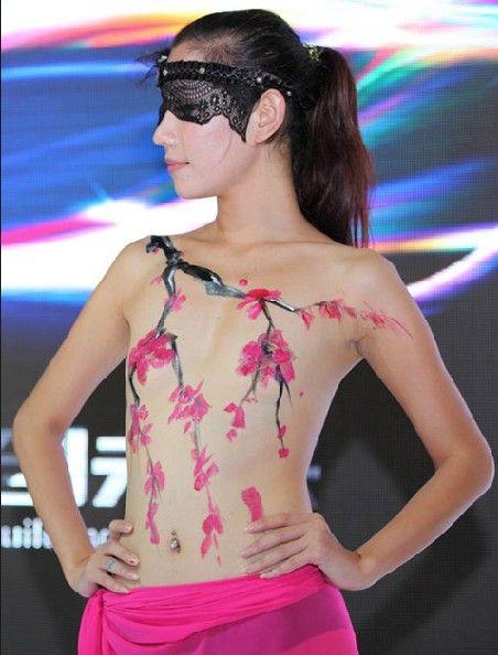 【おっぱい】中国のモデルさんやキャンペーンガールたちの過激なおっぱい画像【30枚】 10