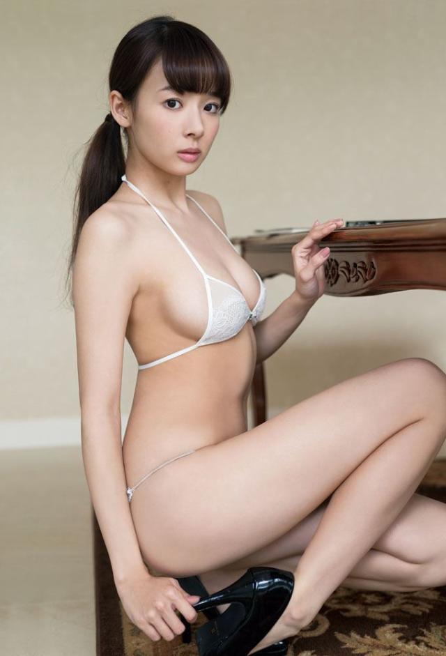 【おっぱい】中国のモデルさんやキャンペーンガールたちの過激なおっぱい画像【30枚】 11