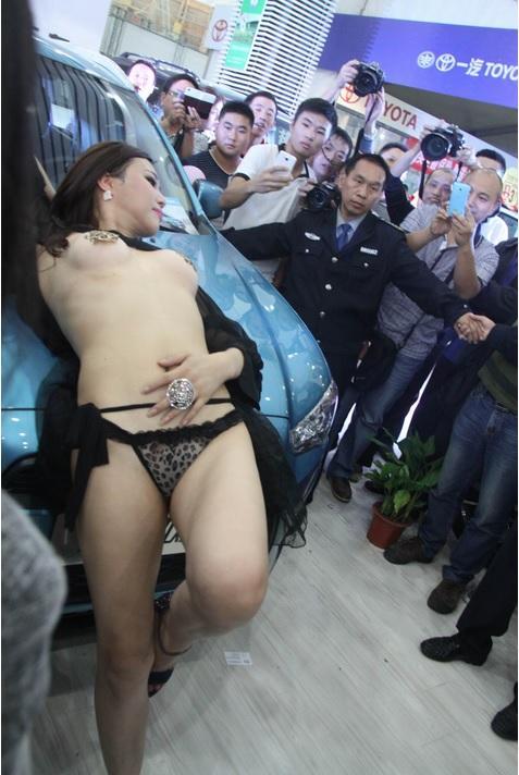 【おっぱい】中国のモデルさんやキャンペーンガールたちの過激なおっぱい画像【30枚】 13