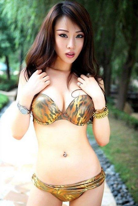 【おっぱい】中国のモデルさんやキャンペーンガールたちの過激なおっぱい画像【30枚】 14