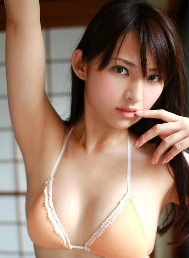 【おっぱい】めちゃくちゃ可愛くて小ぶりなおっぱいも魅力的!活発で明るい鈴木咲ちゃんのおっぱい画像がエロすぎる!【30枚】