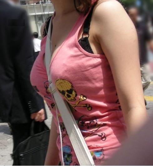 【おっぱい】服の上からでもおっぱいが強調されちゃうパイスラッシュ状態の女の子のおっぱい画像がエロすぎる!【30枚】 15