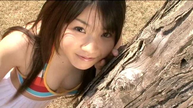 【おっぱい】ふんわりな雰囲気と幼い笑顔で、可愛さ抜群!ちっちゃくて超天然美少女の秋乃みずきちゃんのおっぱい画像がエロすぎる!【30枚】