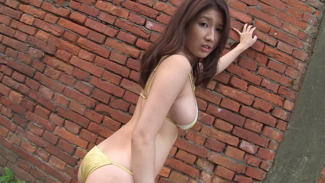 【おっぱい】セクシーに魅せてくれる!グラビア・バラエティ番組などマルチに活躍した亜里沙ちゃんのおっぱい画像がエロすぎる!【30枚】