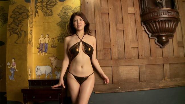 【おっぱい】セクシーに魅せてくれる!グラビア・バラエティ番組などマルチに活躍した亜里沙ちゃんのおっぱい画像がエロすぎる!【30枚】 15