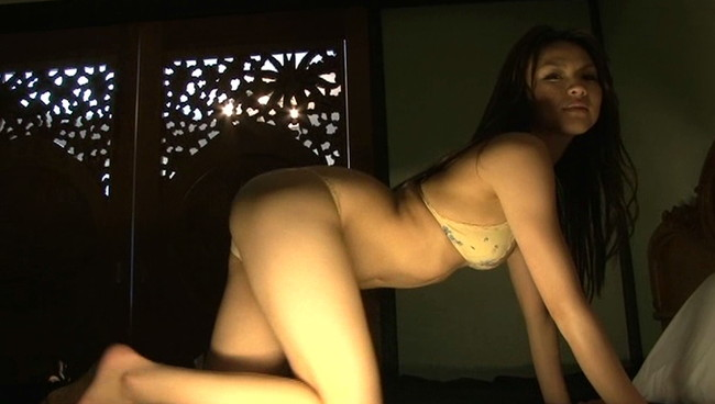 【おっぱい】長身スレンダーで愛嬌がある!関西中心で活躍しているグラビアアイドル・赤松悠実ちゃんのおっぱい画像がエロすぎる!【30枚】 18