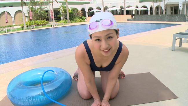 【おっぱい】学生の頃のプールを思い出す、スクール水着の女の子のおっぱい画像がエロすぎる!【30枚】 01