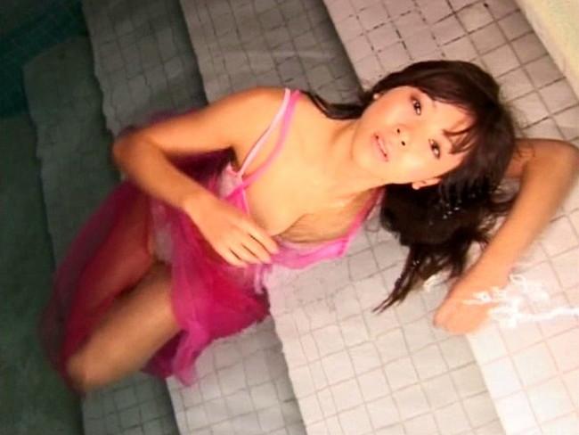 【おっぱい】バレエで鍛え上げたボディを駆使してセクシーなポーズを次々とキメてくれる秋山優ちゃんのおっぱい画像がエロすぎる!【30枚】 25