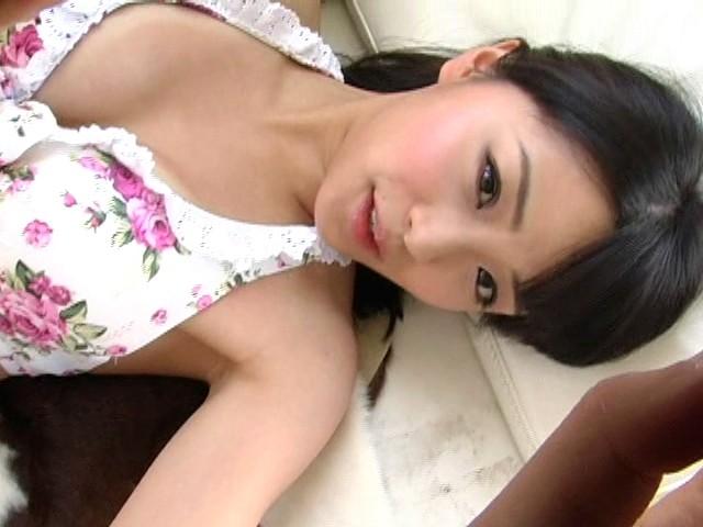 【おっぱい】グラビアでは美脚を披露!童顔でロリかわいい!朝川ことみちゃんのおっぱい画像がエロすぎる!【30枚】 21