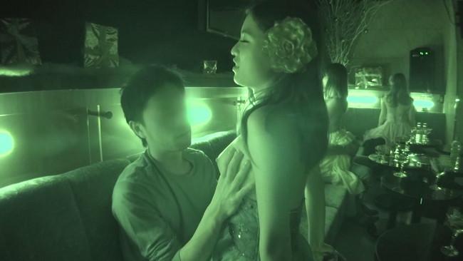 【おっぱい】お酒も飲めてエッチなこともできるセクキャバに行ったらエロい女の子たちと濃厚に絡めちゃった画像がエロすぎる!【30枚】 12