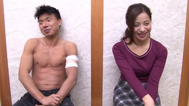 【おっぱい】混浴温泉で入ってきたアスリートタイプで筋肉質の男性とエッチなことをしちゃった人妻さんのおっぱい画像がエロすぎる!【30枚】 05