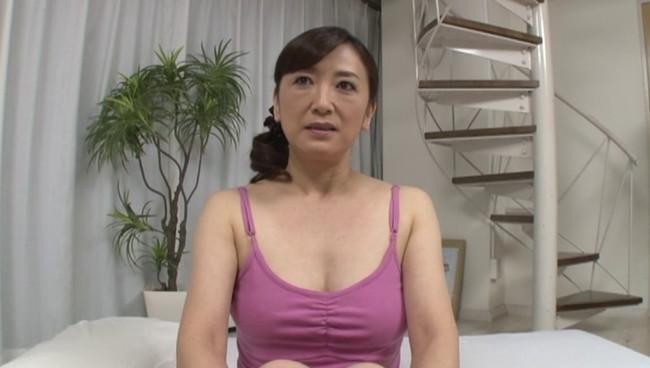 【おっぱい】撮影終わりにオフショットを取られてプライベートセックスを見せてくれる熟女AV女優のおっぱい画像がエロすぎる!【30枚】 13