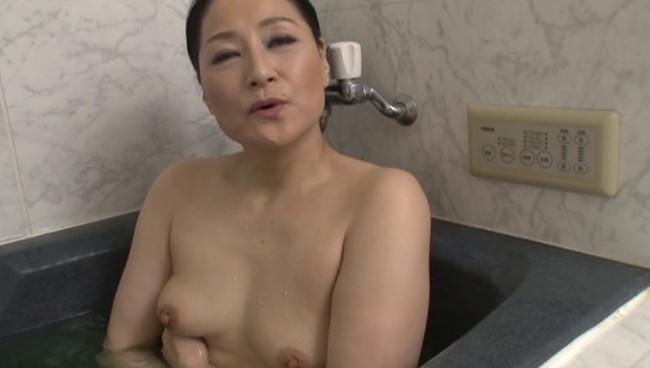 【おっぱい】撮影終わりにオフショットを取られてプライベートセックスを見せてくれる熟女AV女優のおっぱい画像がエロすぎる!【30枚】 27